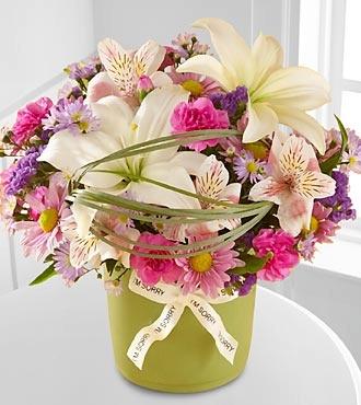 lilii-v-shikarnih-buketah-uslugi-dostavki-tsvetov